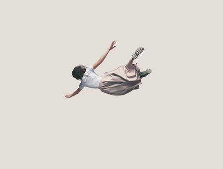 Sensation de tomber dans le vide quand on s'endort : à quoi est-ce dû ?