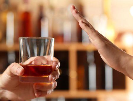 Face à la dépendance à l'alcool, l'abstinence est-elle la seule solution ?