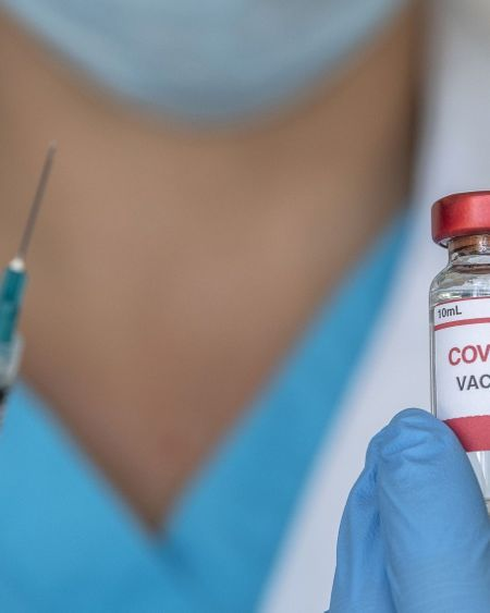 Vaccin Covid-19 : des effets secondaires plus intenses après la deuxième dose ?