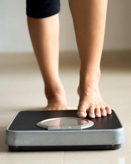 Prise de poids, inégalité dans le couple : les conséquences du confinement sur l'alimentation des Français