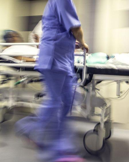 Covid-19 : les premiers patients transférés hors d'Ile-de-France