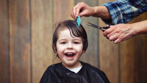 Astuces pour rassurer un enfant qui a peur du coiffeur