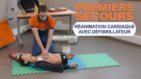 massage cardiaque avec défibrillateur