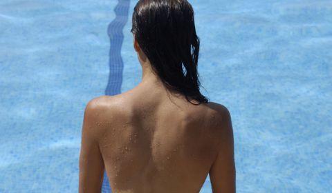 Bronzer topless est-il dangereux ?