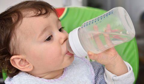 Faire boire bébé