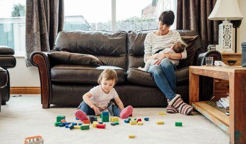 Allaiter deux enfants d'âges différents : conseils et bonnes pratiques