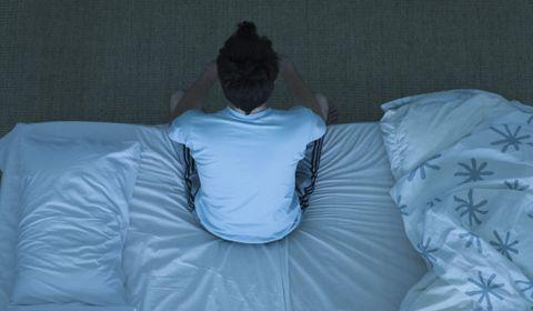 Dormir trop peu est associé à un risque accru de démence