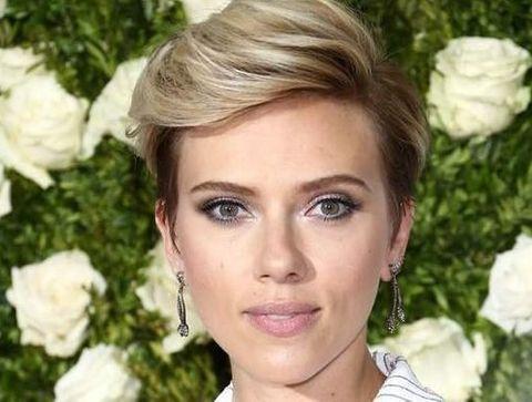 30 coiffures à piquer à Scarlett Johansson