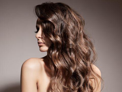 cheveux bouclés 2019 : les coiffures cheveux bouclés