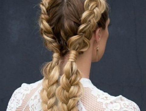 Deux nattes tendance - 40 coiffures à adopter quand il fait chaud