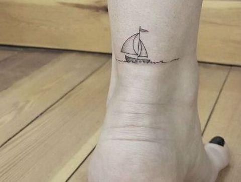 Tatouage Navire Plus De 75 Idees De Tatouages Discrets