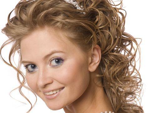 Les accessoires de cheveux pour un mariage en fête