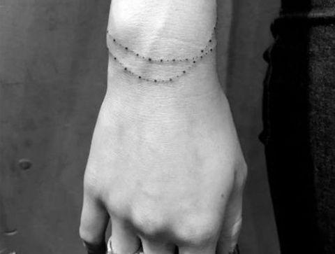 Tatouage Bracelet Plus De 75 Idees De Tatouages Discrets