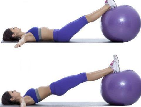 Relevés de bassin sur swiss ball - Circuit training : un parcours sportif pour un corps tonique !