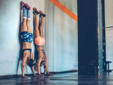 Equilibre contre le mur - 22 exercices pour débuter en Crossfit