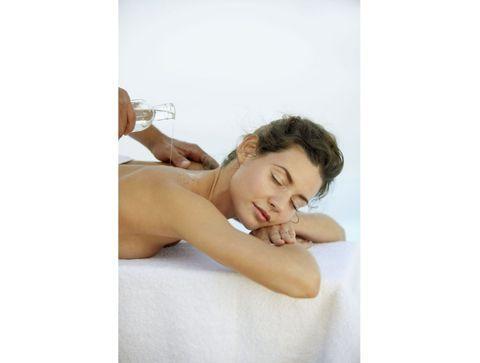 Huile de massage : 10 élixirs qui font du bien