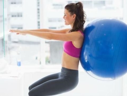 10 Exercices A Faire Avec Une Swiss Ball