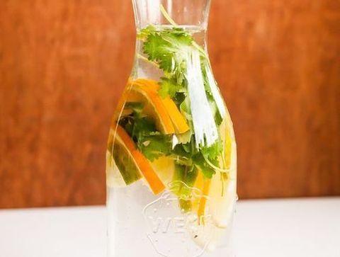 Detox water orange et persil - Detox water : 10 idées de recettes pour un corps sain