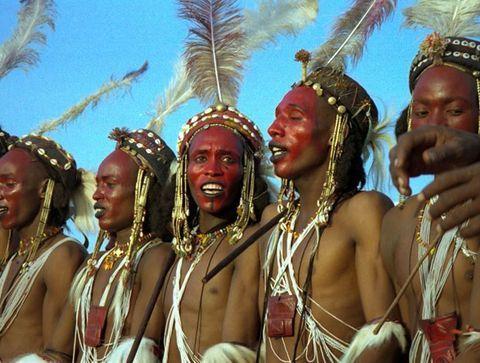L'art de la séduction par les Wodaabe de l'Afrique de l'ouest - Les rituels amoureux à travers le monde