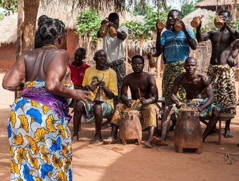 Parure de séduction à la sénégalaise - Les rituels amoureux à travers le monde