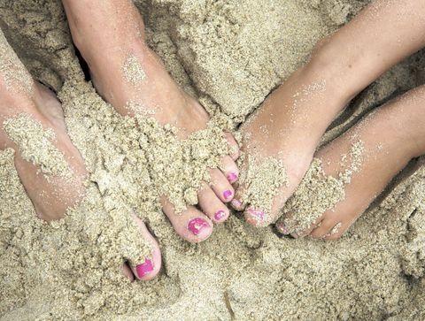 Plage : ces maladies qui se cachent dans le sable