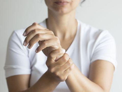 Douleurs articulaires : notre shopping-list pour les soulager