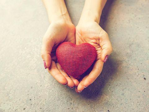 Les maladies cardiovasculaires au féminin : le cœur des femmes en danger !