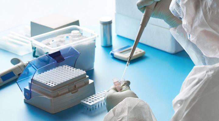 Covid-19: le test salivaire, possible outil de surveillance pour l'Académie de médecine