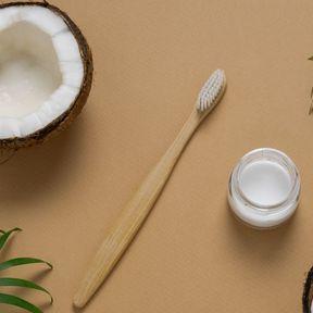 Bain de bouche à l'huile de coco