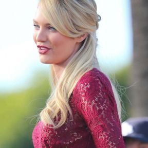 Couleur platine Candice Swanepoel