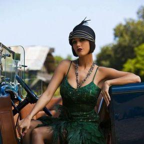Coiffure années 20 avec un chapeau
