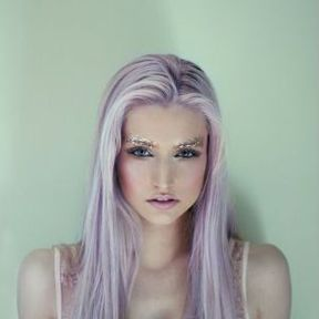 Cheveux longs colorés