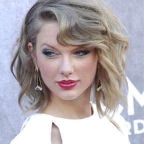Les ondulations rétro de Taylor Swift