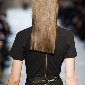 Les longueurs asymétriques du défilé Victoria Beckham