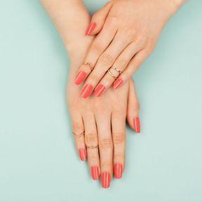 Le vernis semi-permanent pour des ongles au top