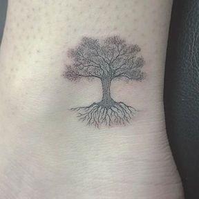 Tatouage arbre chevilles