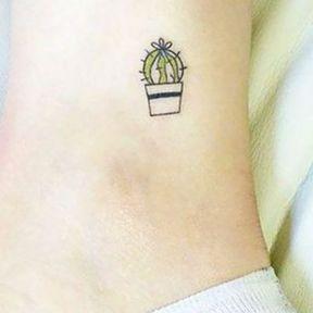 Tatouage cactus cheville