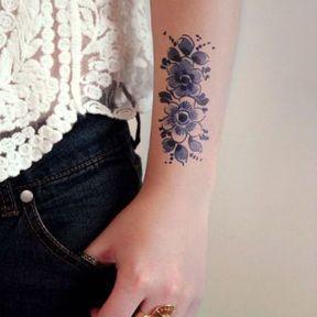 Tatouage au dessus du poignet