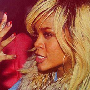Le tatouage sur l'index de Rihanna