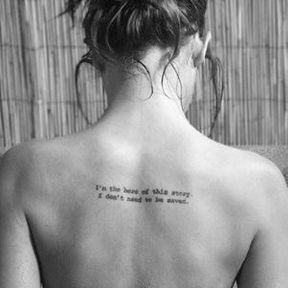 Tatouage dans le milieu du dos