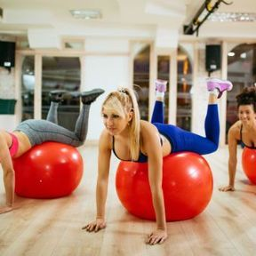 Exercice 3 : Pompes avec gymball