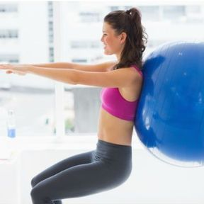 Exercice 1 : Squat avec gymball contre un mur
