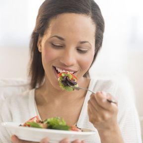 Manger dans de petites assiettes