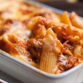 Gratin de macaronis, mozzarella et boulettes de bœuf