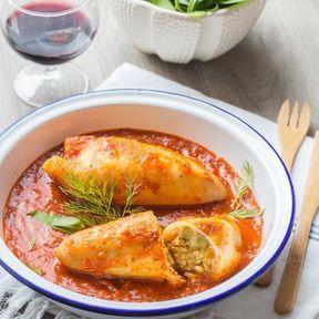 Encornets farcis au riz et sauce tomate relevée