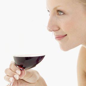 Boire du vin rouge (avec modération)