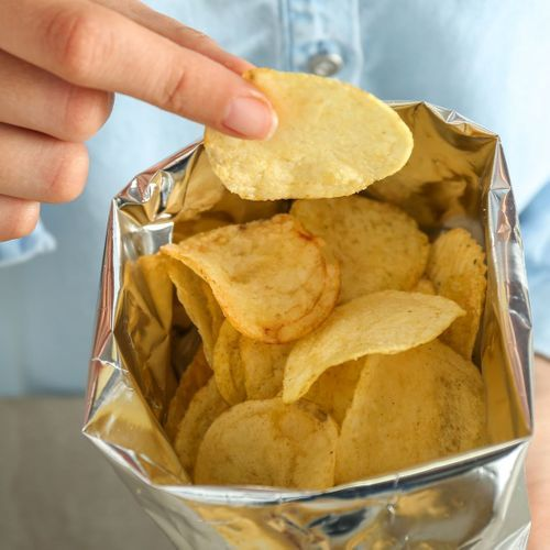 Les chips allégées, allié minceur ou leurre ?